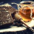 Заговор на мёд и хлебные крошки — чтобы деньги к рукам липли