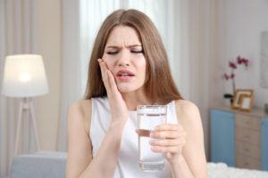 Заговор на воду от боли в зубах
